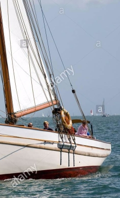 bristol-pilot-cutter-polly-agatha-sail-gaff-rig-bowsprit-fast-tough-BE4FYF